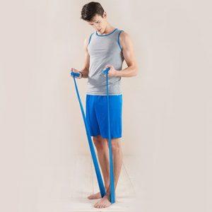 تمرین بدنسازی با کش بالا سینه